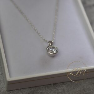 9ct White Gold Elegant Pendant