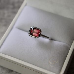 9ct White Gold Bezel Set Tourmaline Ring