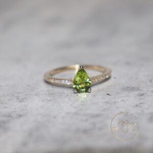 14ct Yellow Gold Peridot & Diamond Ring